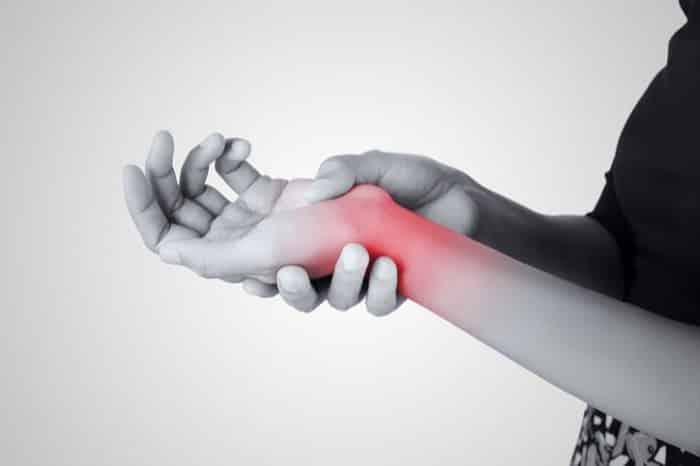chấn thương giãn dây chằng cổ tay xảy ra phổ biến